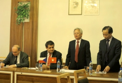 Mr. Ta Ngoc Tan, Director of the Ho Chi Minh national academy of politics in the officical visit to the Czech Republic